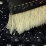 パソコンキーボードのほこり取りに、ペンキ刷毛が使える!