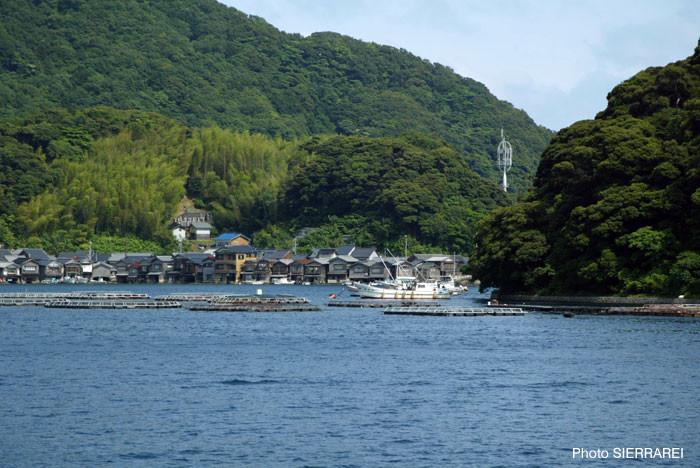 京都府与謝郡伊根町:舟屋の風景