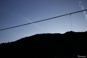 二の瀬での飛行機雲